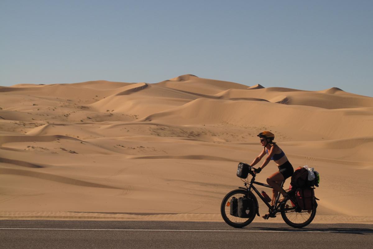 Morgens durch die Wüste mit dem Fahrrad