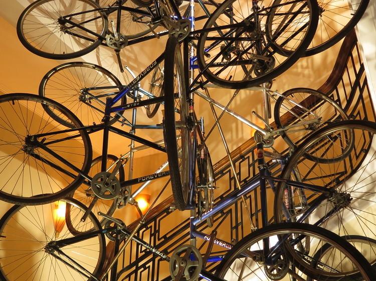 Installation im Treppenhaus